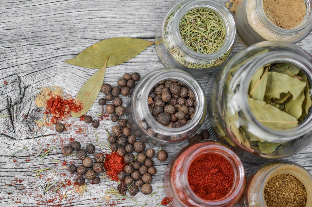 Jak uporządkować przyprawy w kuchni?
